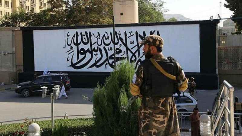 Kabil'de ABD büyükelçiliğinin duvarına Kelime-i Tevhid asıldı