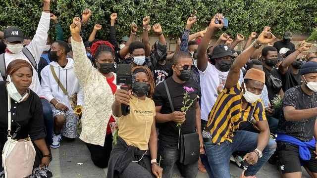 Öldürülen Afrikalı gencin arkadaşları eylem yaptı