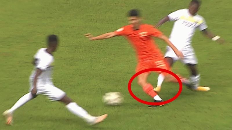 Adanasporlu Berkan Fırat'ın ayağı kırıldı! Hakemin kararı tepki çekti