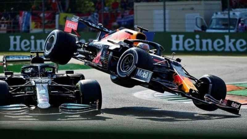 Lewis Hamilton: Kafama daha önce hiç araba çarpmamıştı