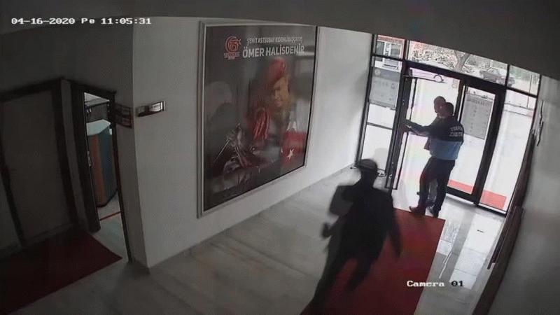 AKP'li belediye başkanı, bir vatandaşı tekme tokat dövdü