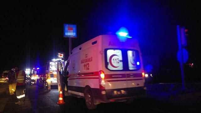 Tır ve belediye otobüsü çarpıştı: 10 yaralı