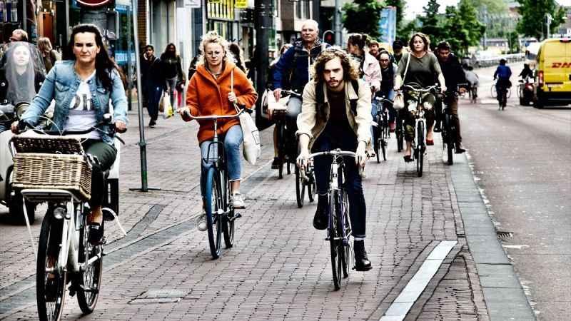 Dünyanın en uzun boyluları Hollandalılar kısalıyor