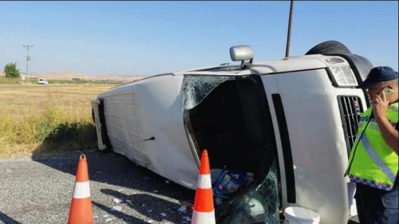 Tarım işçilerini taşıyan minibüs kaza yaptı: 1 ölü, 15 yaralı