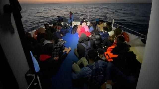 Yunanistan'ın ölüme terk ettiği 75 düzensiz göçmen kurtarıldı