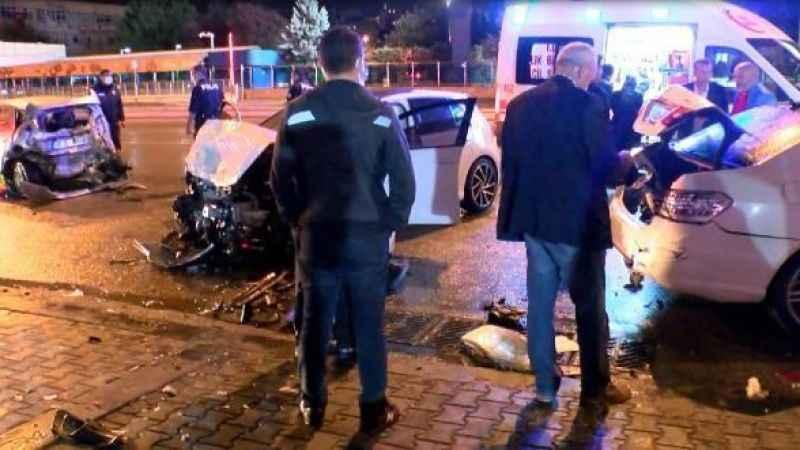 Ankara'da zincirleme kaza!  7 araç birbirine girdi.. Yaralılar var...