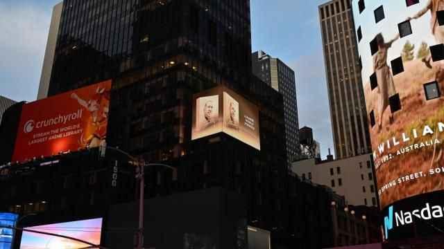 Erdoğan'ın kitabı New York'ta dijital ekranlarda tanıtıldı