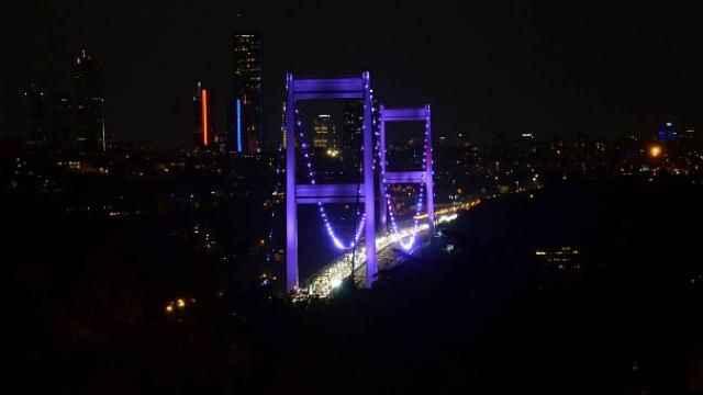 FSM Köprüsü bu kez alzaymır hastalığı için ışıklandırıldı