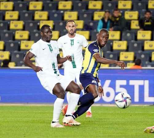 Fenerbahçe: 1 - GZT Giresunspor: 0 (İlk yarı)
