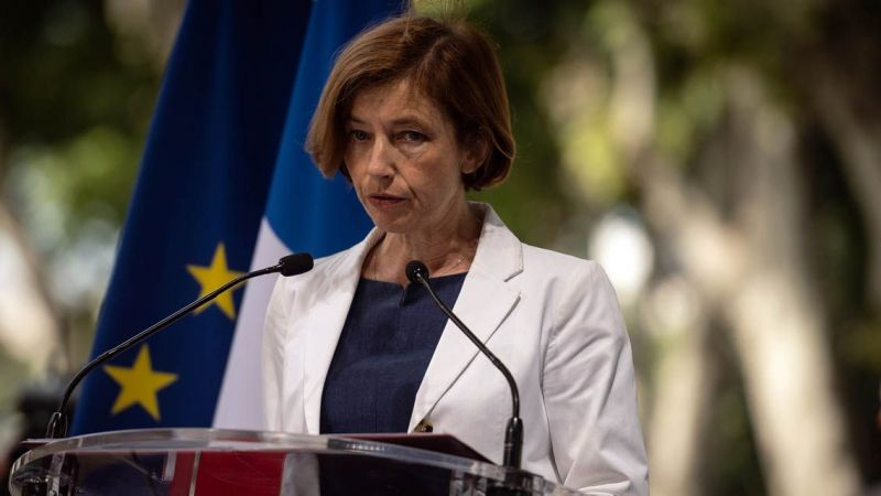 Fransa Savunma Bakanı Senato'da yuhalandı