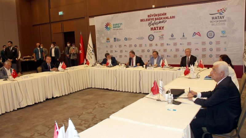 CHP'li büyükşehir belediye başkanları Hatay'da bir araya geldi