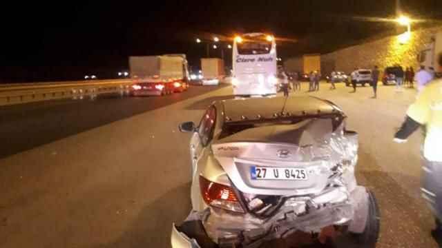 Yolcu otobüsü otomobile çarptı: 3 yaralı