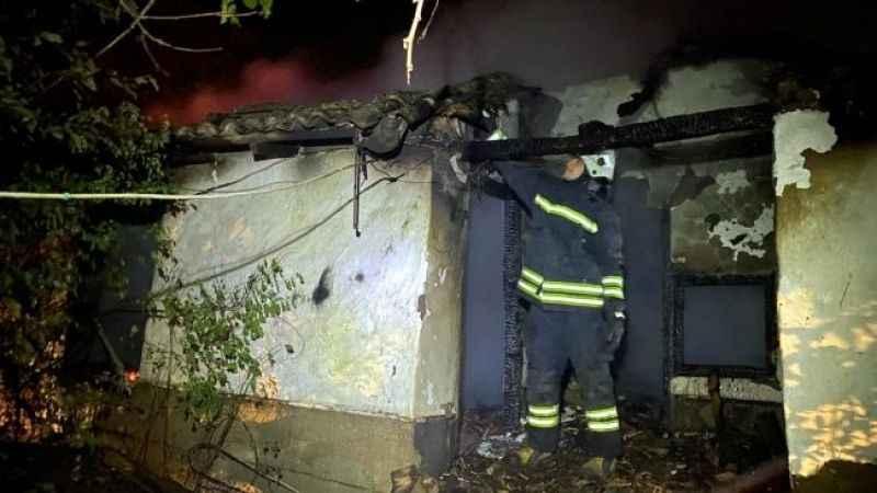 Tekirdağ'da korkuyan yangın: 2 ev kullanılamaz hale geldi
