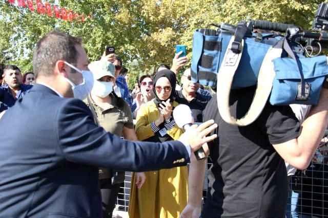 Ankara mitinginde yandaş medyaya sert tepki! Kanal D'yi kovdular