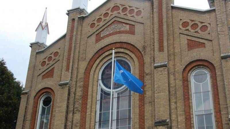 Uygur Türkleri Kanada'da yüz yıllık kiliseyi camiye çevirdi