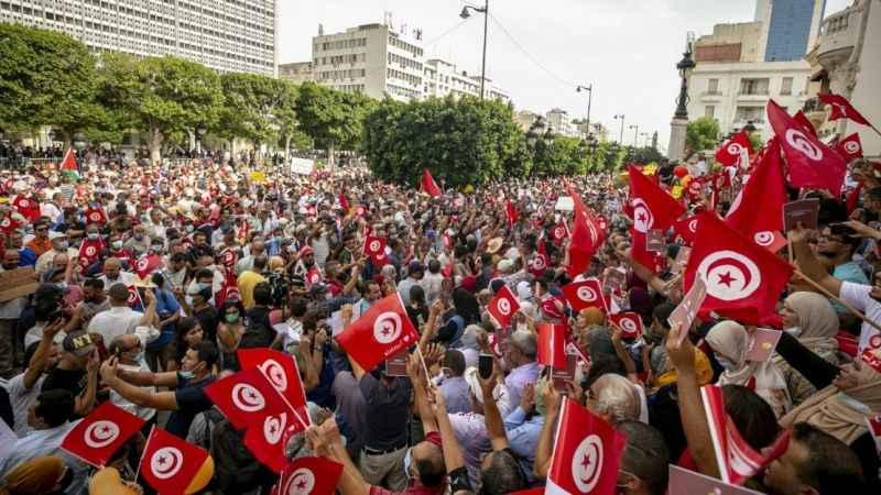 Tunus halkı meydanlarda