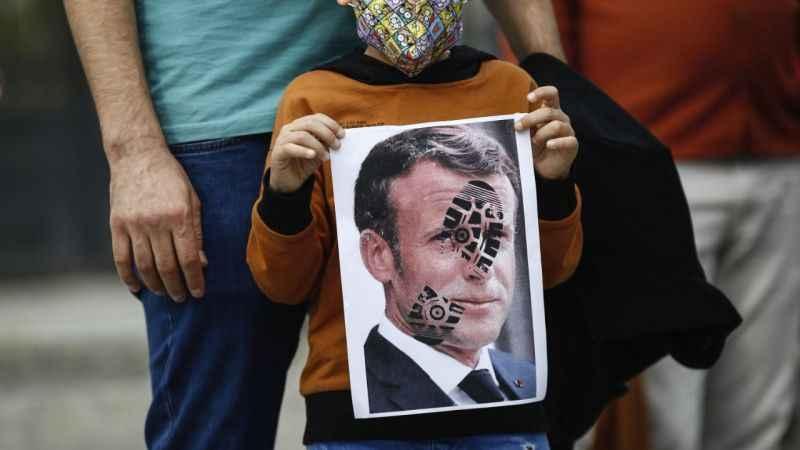 Fransa'da cami düşmanlığı! 89 caminin 3'te 1'i kapatıldı