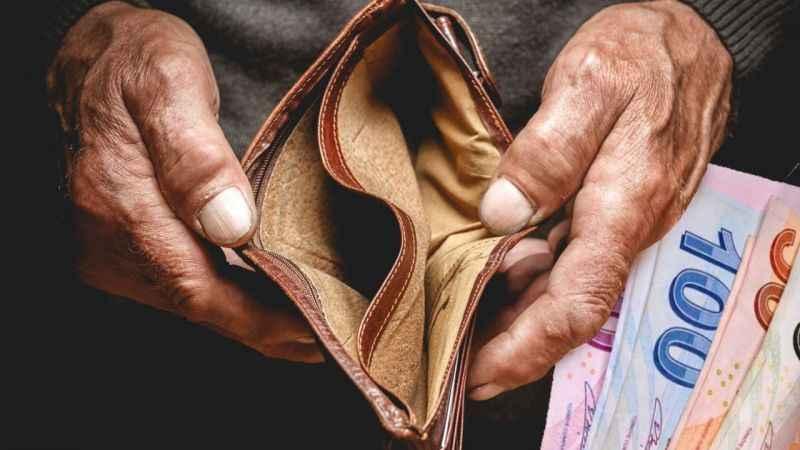 Asgari ücretliye kötü haber! Ağustos ayından beri maaş eriyor