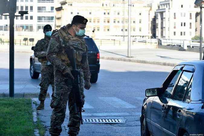 Beyrut'ta patlama sesleri Asker sokağa indi