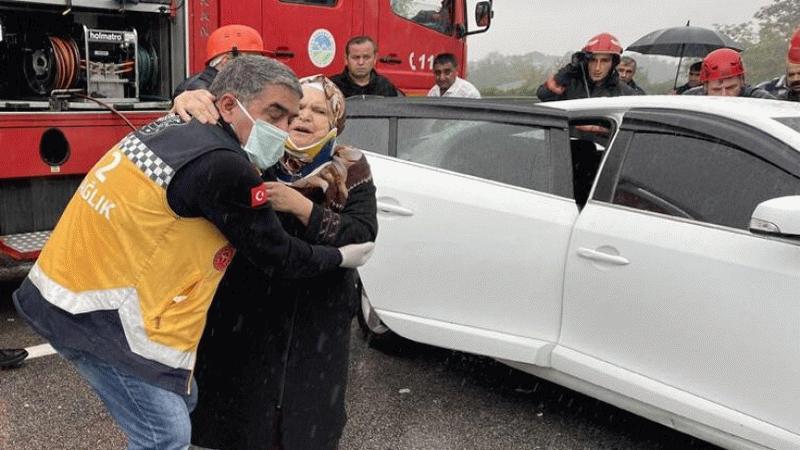 Ankara yönünde 15 araç birbirine girdi! Trafik kitlendi...