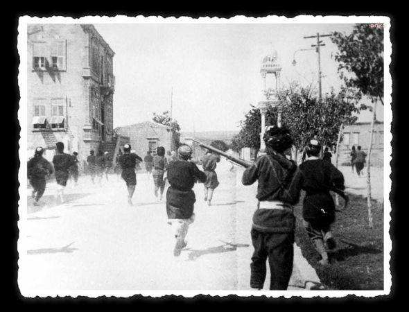 """ZAFER BAYRAMI İÇİN """"FOTOĞRAFLARLA ATATÜRK VE CUMHURİYET"""" SERGİSİ"""