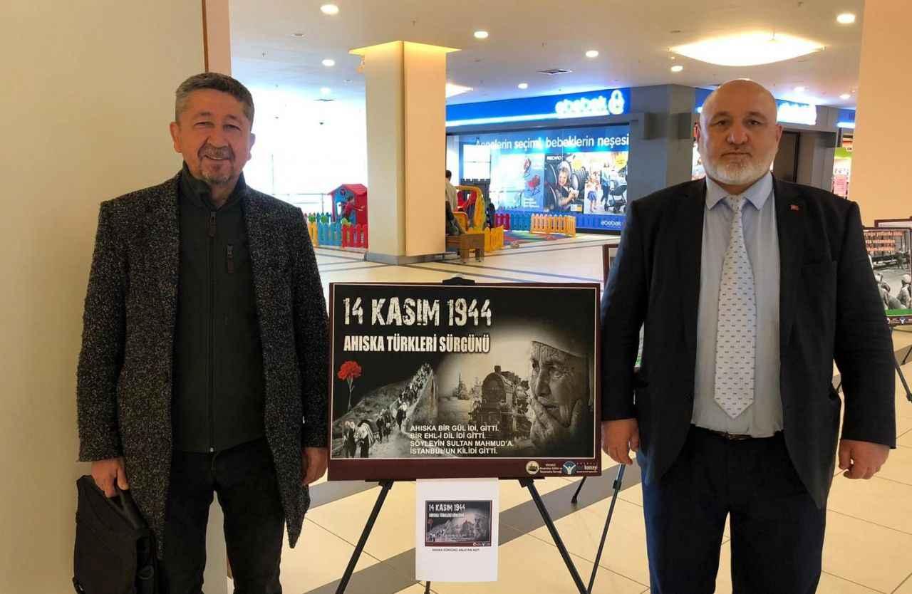 """Rıdvan Şükür, """"Ahıska Sürgününden günümüze 75 yıl'' sergisinde"""