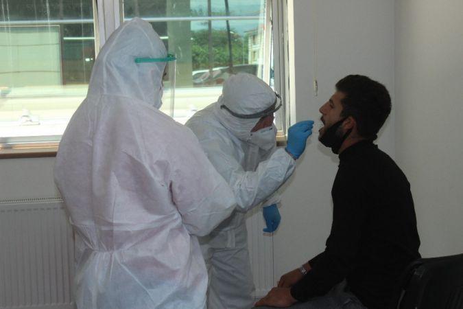 Haber peşinde koşan gazeteciler korona virüs testine girdi