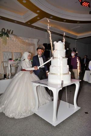 Hanife ile Samet Ovalı çifti Armoni Düğün Sarayında Dünya evine girdi