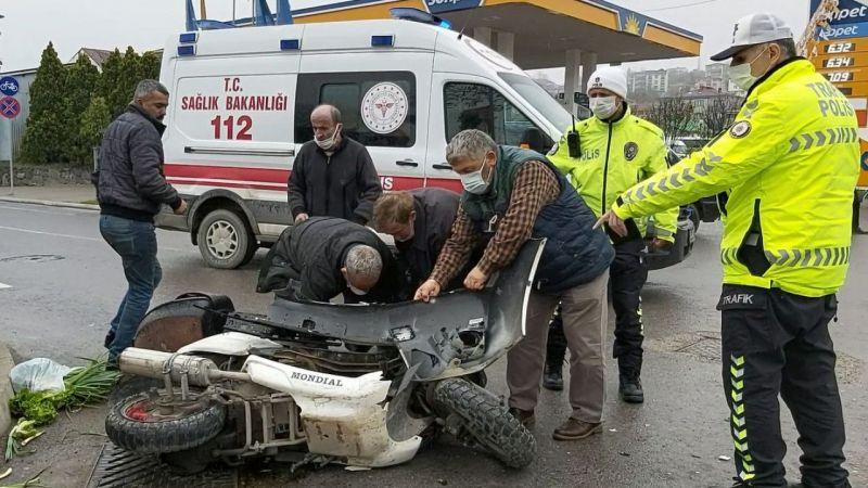 """Oğlu kazada yaralanan gözü yaşlı anneden: """"Ne olursunuz beni de alın ambulansa"""" feryadı"""