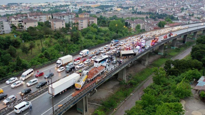 Feci kazanın kapattığı TEM'in İstanbul istikameti 8 saat sonra trafiğe açıldı
