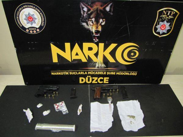 Operasyonda gözaltına alınan uyuşturucu satıcısı tutuklandı