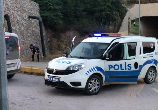 Boş arazide alkol alan şahıslar polis ekiplerine saldırdı: 9 gözaltı