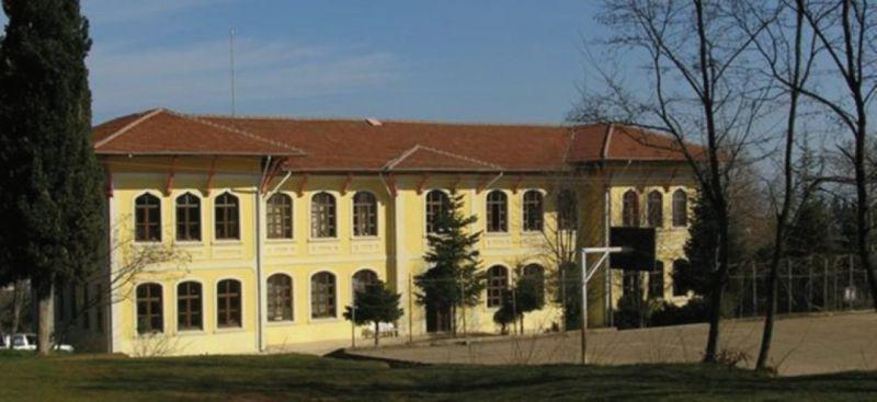 Rıfat Ilgaz'ın da görev yaptığı ilkokulun mimari tarihine not düştüler