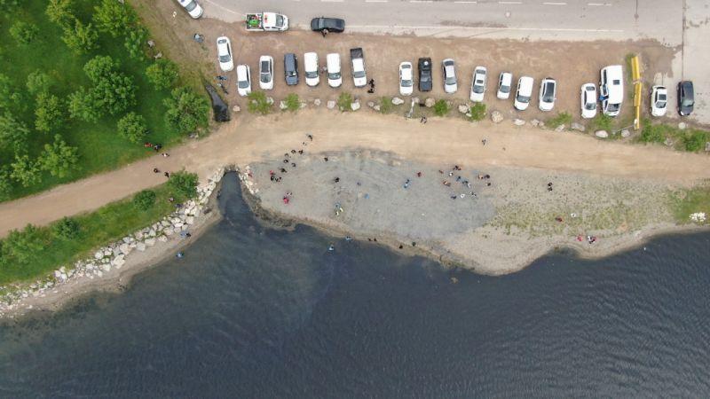 Deniz salyasının sardığı İzmit Körfezi'nde denizi temizlediler, sahilde çöp topladılar