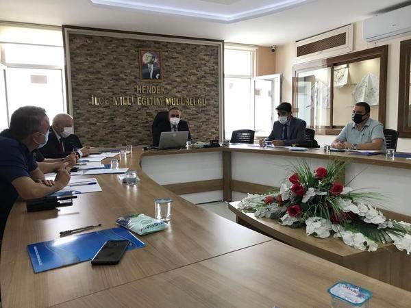 Üniversite giriş sınavı için Hendek ilçe Milli eğitim Müdürlüğünde Toplantı.