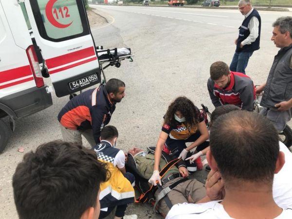D100 karayolunda kamyonet ile motosiklet çarpıştı: 1 yaralı