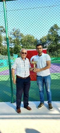 Hendek Denef Tenis kulübü kış ligi tenis şampiyonları kupalırını aldı
