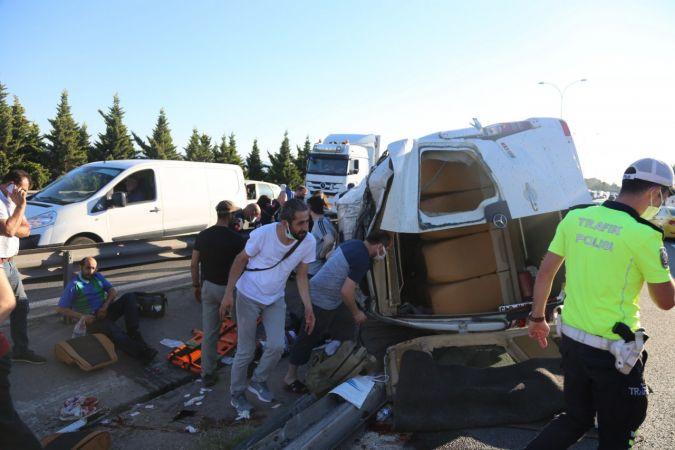 TEM'de işçi servisi ile otomobil çarpıştı: çok sayıda yaralı var