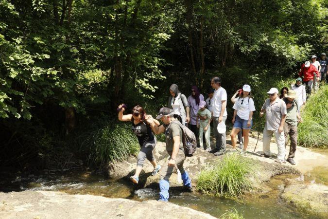Körfez'de sağlık çalışanlarının doğa yürüyüşü