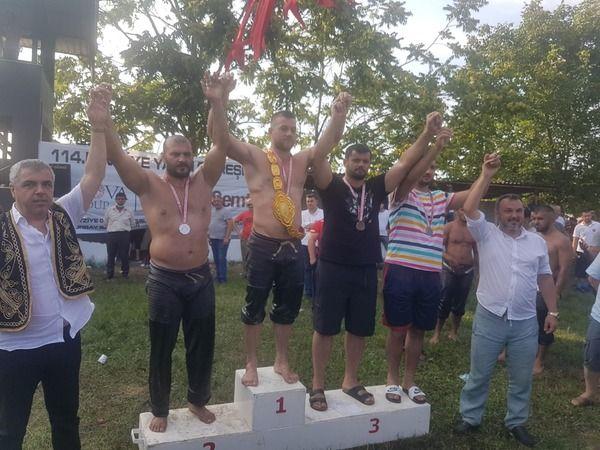 Kırkpınar'da Başpehlivanlığı Kaçıran Temizce, Fevziye'de Altın Kemeri Boynuna Taktı