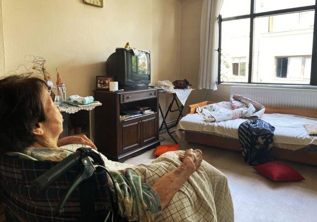 Bakımevine alınmayan 90 yaşındaki Japon kadının elinden belediye tuttu