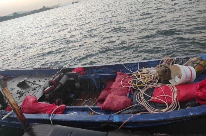 Kaçak midye avcısına suçüstü baskın: 100 kilogram midye ele geçirildi