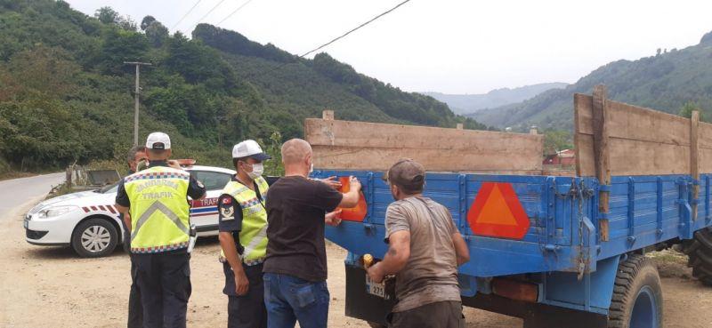 Jandarma traktör kazalarının önüne geçmek için denetimlerini artırdı