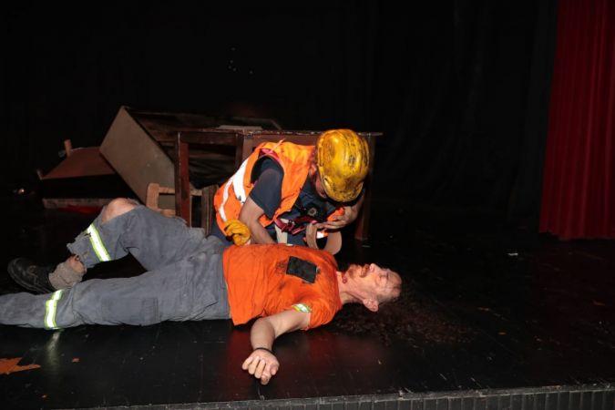 İzmit Tiyatro Günlerinde 'uyanma' oyunu beğeni aldı