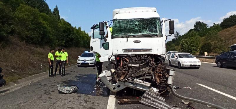 TEM'de akaryakıt tankeri kamyona arkadan çarptı: 1 yaralı