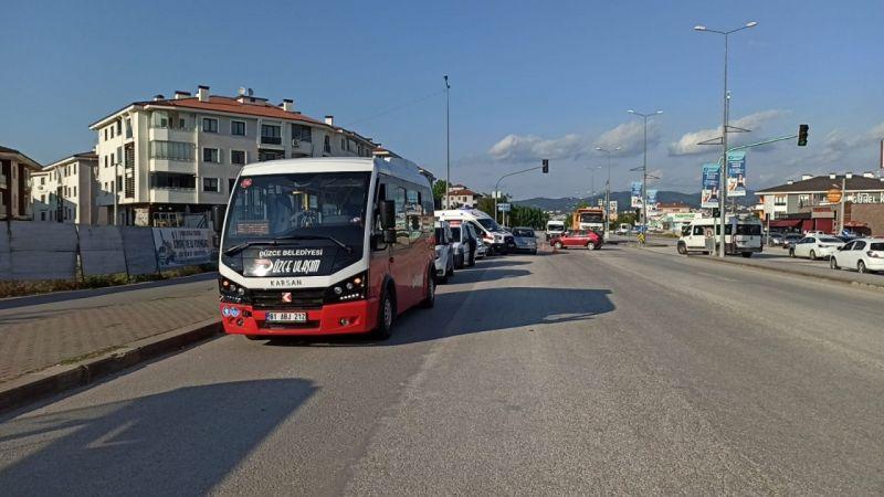 Halk otobüsüyle otomobil çarpıştı, 1 çocuk yaralandı