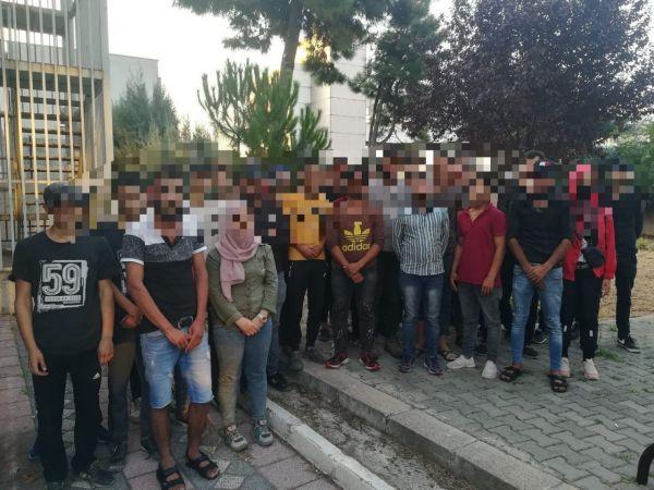 38 kaçak göçmen çıkan minibüsün sürücüsü tutuklandı