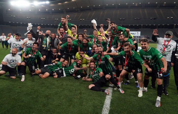Kocaelispor 11 yıl sonra 1. Lig'de taraftarının huzurunda