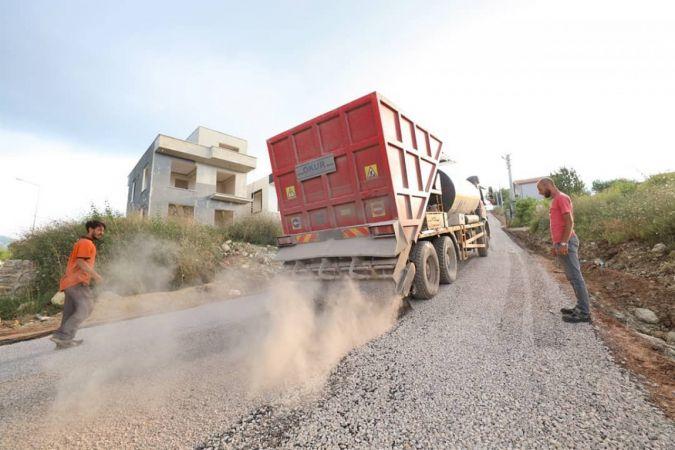 Başiskele'de asfaltlama çalışmaları sürüyor
