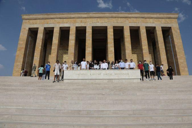 Darıca gençler başkanları ile Anıtkabir'e yürüdü